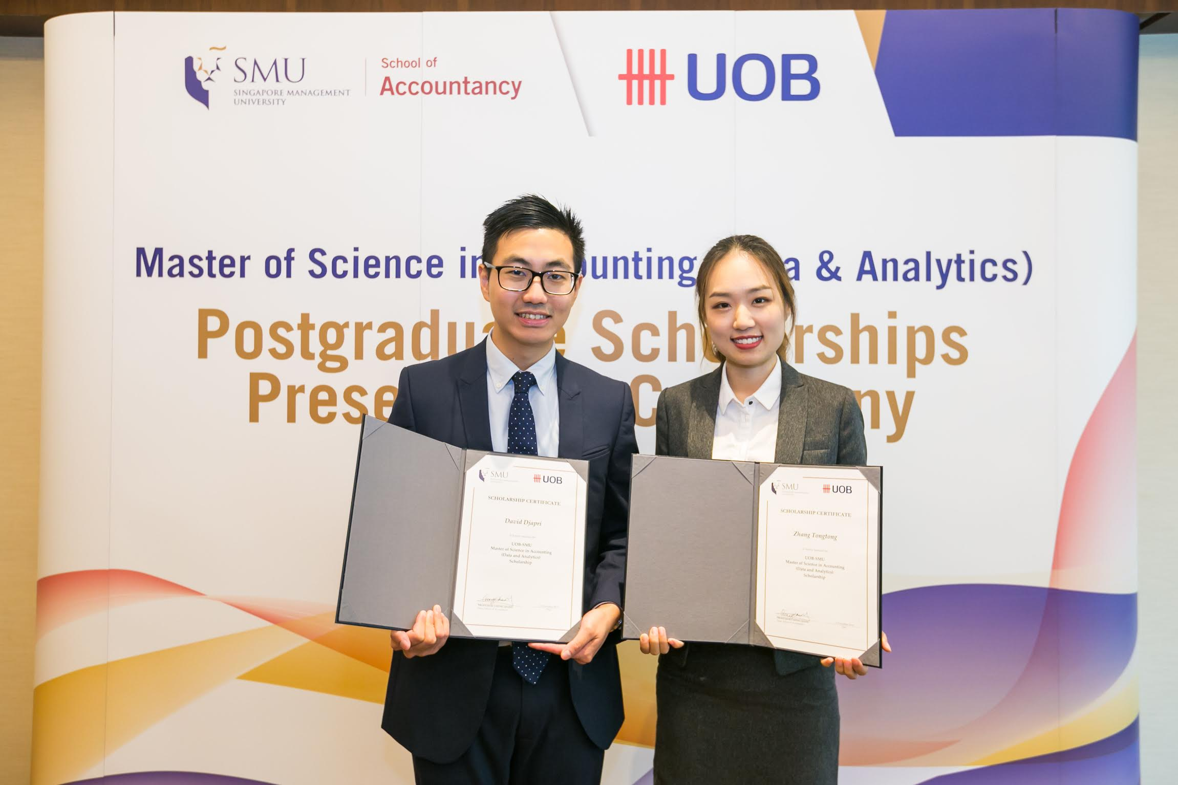 Recipients of the inaugural UOB-SMU MSA Scholarship, David Djapri and Zhang Tongtong. Photo courtesy: SMU
