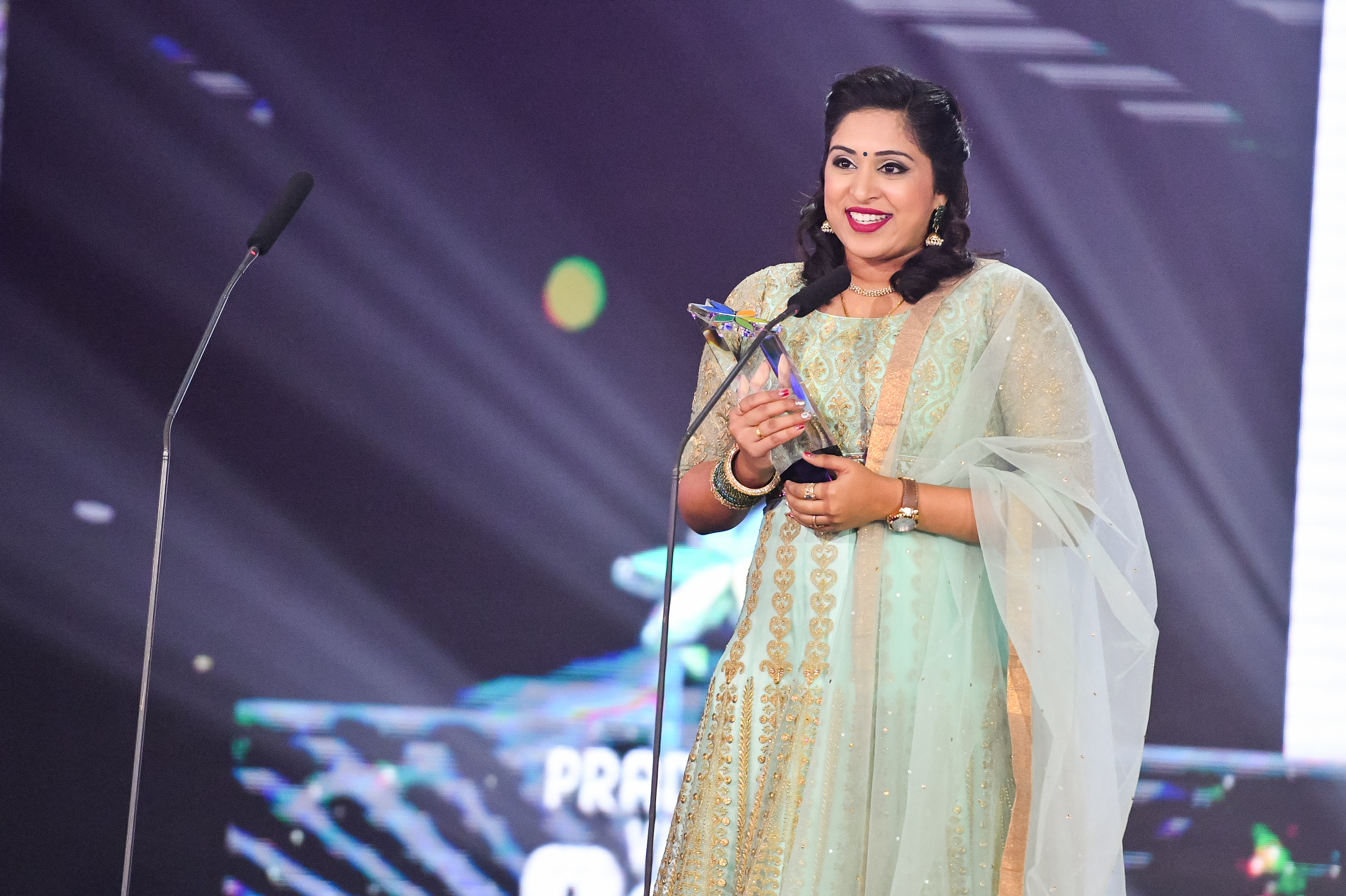Best Host (Info-ed) Elakeyaa. Photo courtesy: Vasantham