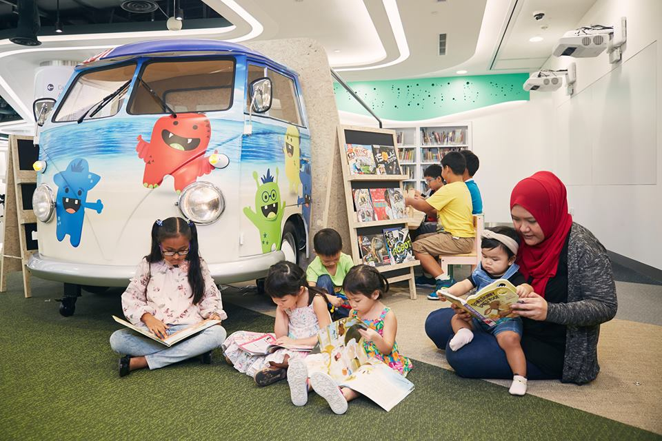 Children can even see stories come to life with Augmented Reality books at the Tinker Truck. Photo courtesy: Facebook page of  National Library Board