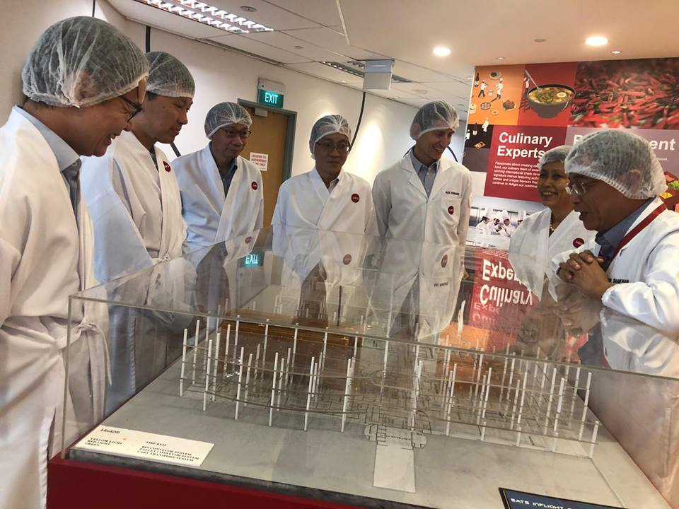 Chee Hong Tat, Senior Minister of State for Trade and Industry of Singapore made the announcement regarding  new Earn and Learn programme for the air transport sector during his visit to the the SATS Inflight Catering Centre. Photo courtesy: Facebook page of SkillsFuture