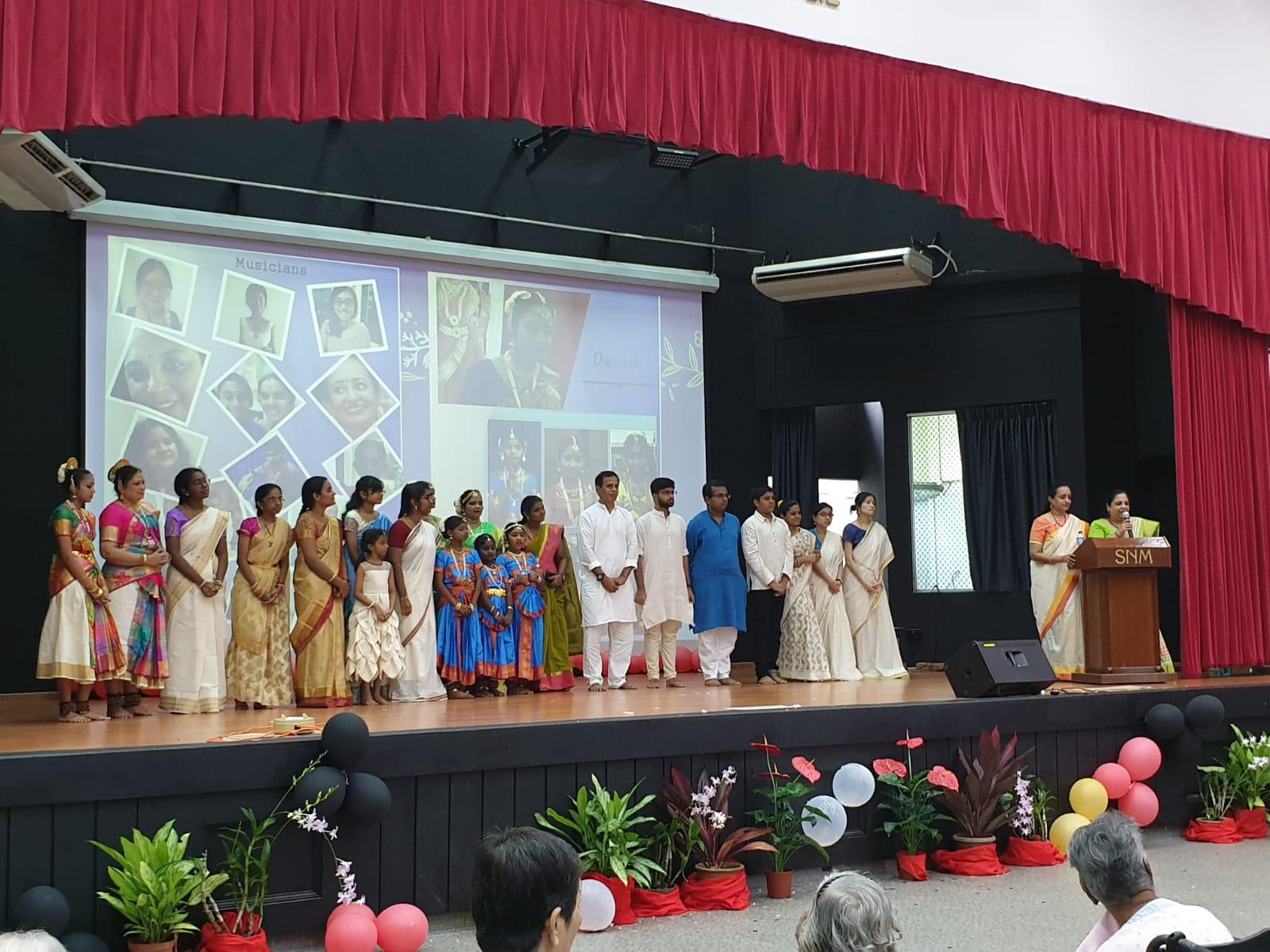 Soundara Nayaki Vairavan and Swarna Kalyan with the participants at Sree Narayana Mission,  Singapore. Photo courtesy: Soundara Nayaki Vairavan