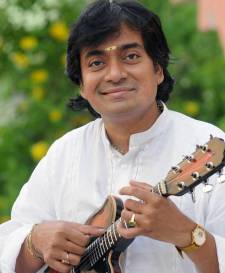 Late Padmashri U. Shrinivas introduced the Mandolin to Classical Carnatic Music. Photo courtesy: Arte Compass