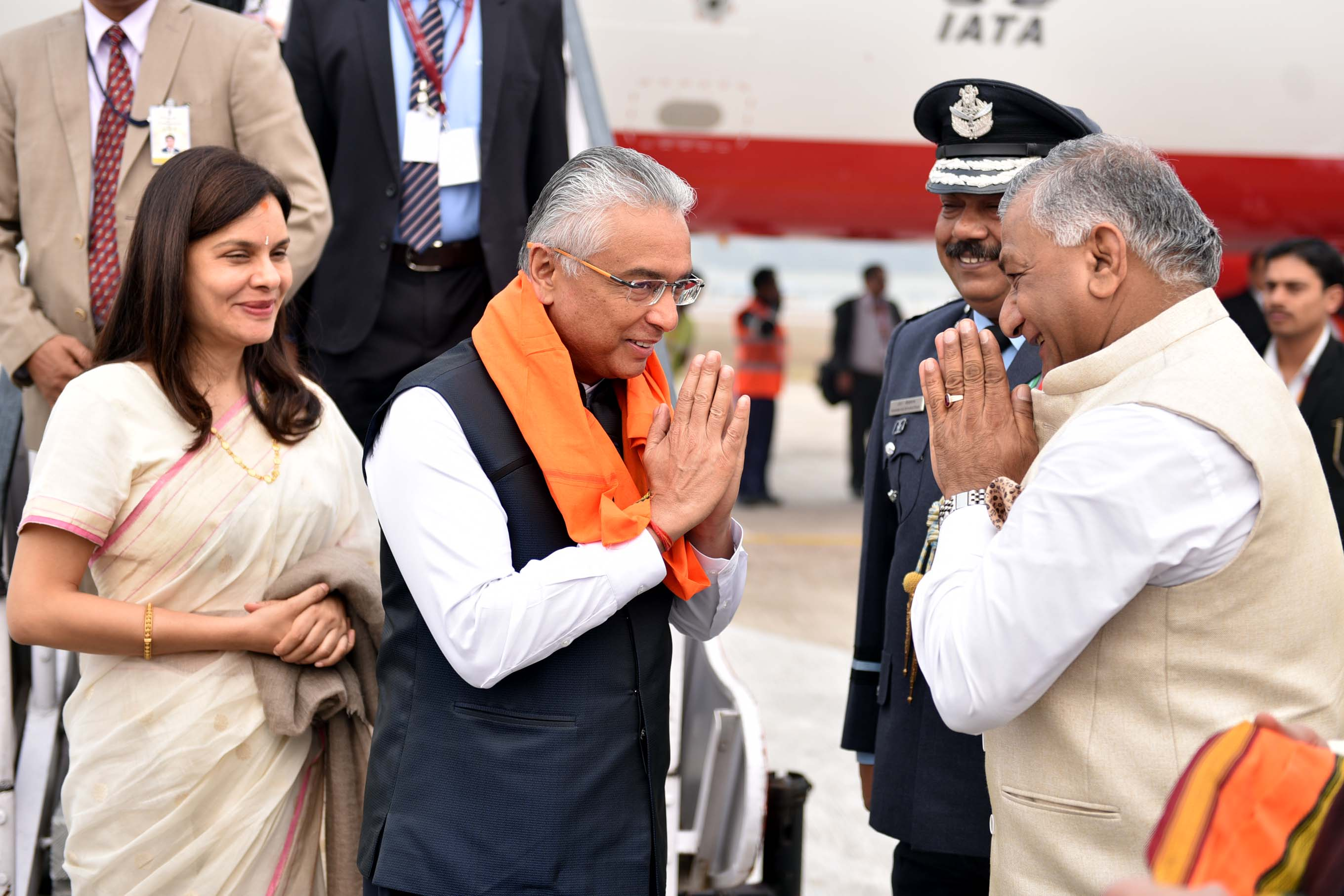 Pravind Jugnauth, Prime Minister of Mauritius being welcomed by Gen VK Singh, Indian Minister of State of External Affairs at the Bamrauli Airport in Prayagraj. Photo: Connected to India