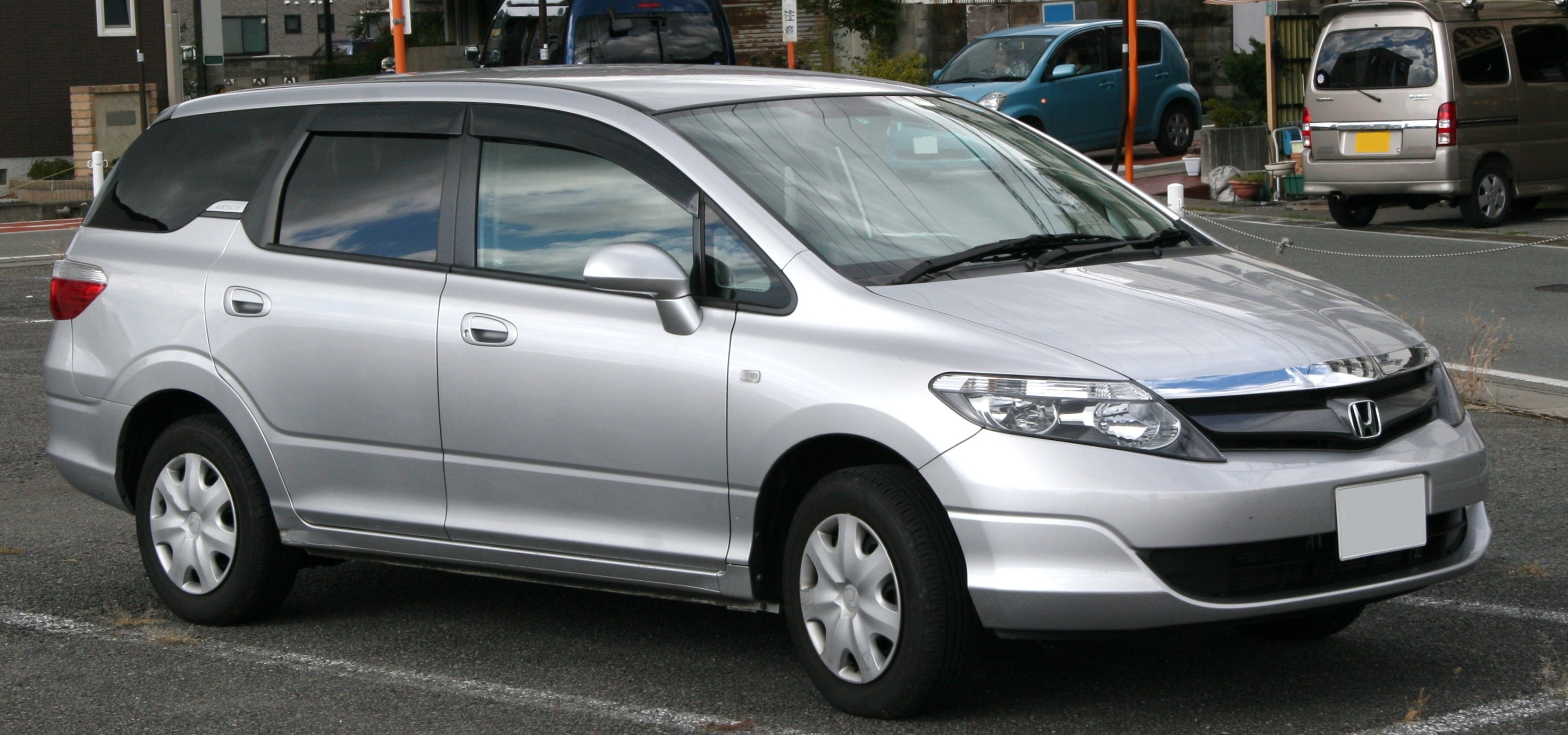 70kmh speed limit for 8-seater passenger cars will be removed in Singapore from February 1, 2019. Photo courtesy: Wikimedia
