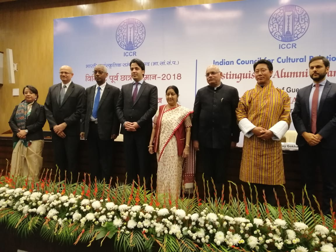 External Affairs Minister Sushma Swaraj, ICCR President Dr. Vinay Sahasrabuddhe, Foreign Secretary Vijay Gokhle and Director General Riva Ganguly Das with ICCR Distinguished Alumni awardees at the felicitation ceremony in C.B. Muthamma Hall, Jawaharlal Nehru Bhavan, New Delhi. Photo courtesy: ICCR