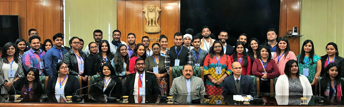 Jitendra Singh, Minister of State for Personnel, Public Grievances and Pensions along with the group of 40 Indian-origin youth. Photo courtesy: Twitter@DrJitendraSingh