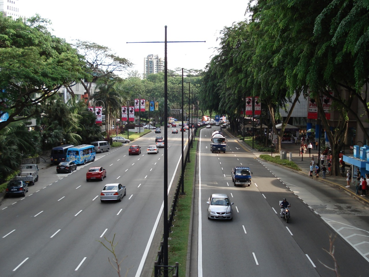 Ministry of Home Affairs of Singapore has raised fines for road traffic offences for motorists, pedestrians and cyclists effective from April 1. Photo courtesy: Wikimedia