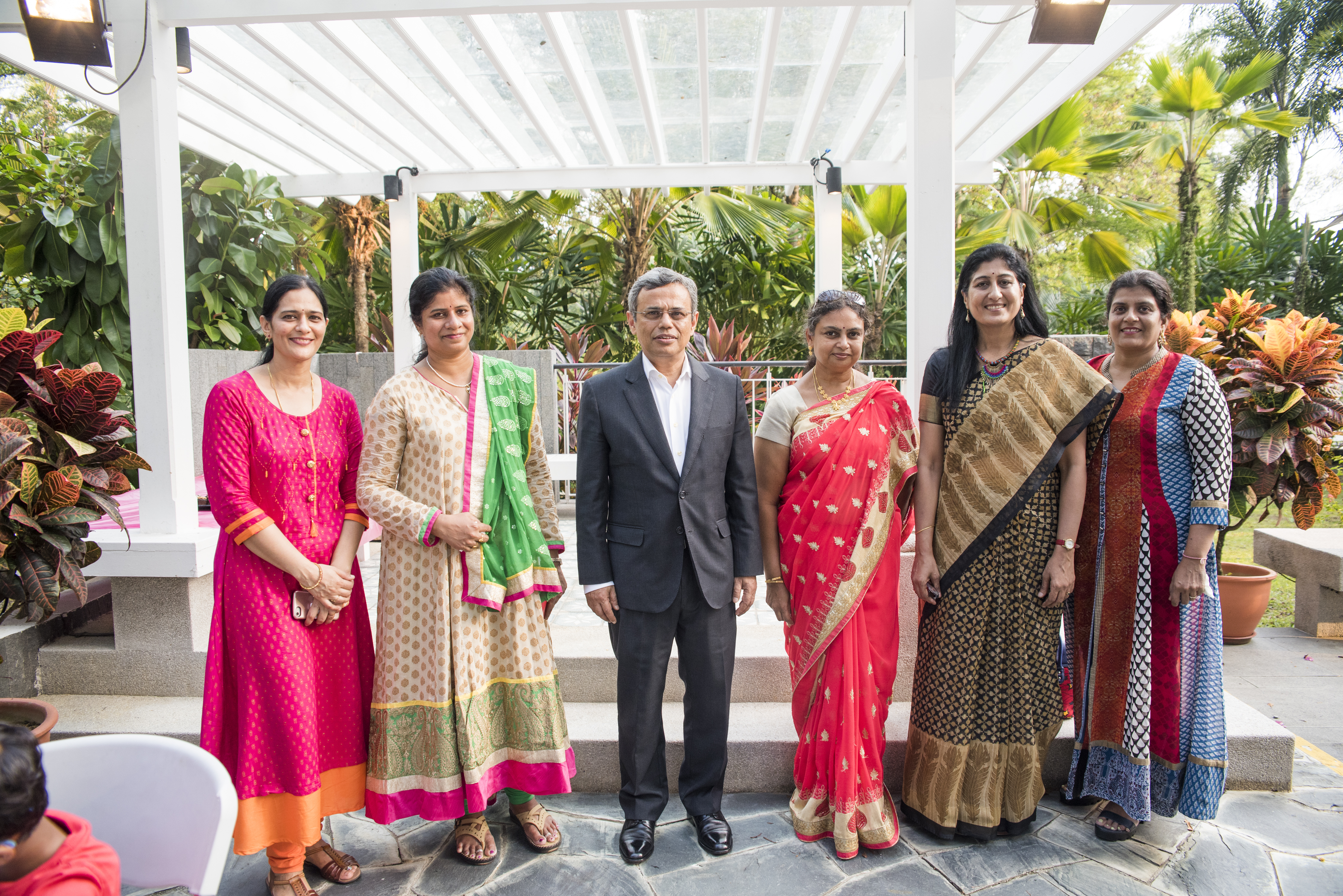 H.E. Jawed Ashraf, High Commissioner of India to Singapore along with the team of Stroke Arts Studio who taught the intricacies of rangoli designs to the people at India House.  Photo courtesy: IDF, Singapore