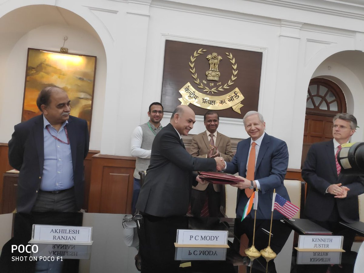 P C Mody, Chairman,Central Board of Direct Taxes (CBDT) and Kenneth Juster, Ambassador of USA to India after signing the Inter-Governmental Agreement for the exchange of Country by Country (CbC) Reports on automatic basis. in New Delhi. Photo courtesy Ministry of Finance