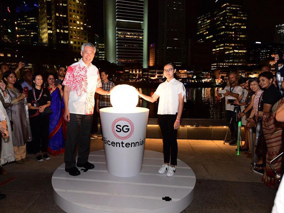 Prime Minister of Singapore Lee Hsien Loong and the youngest light bearer, Kayla Choy, from Anthony's Canossian Primary School kicking off the Singapore's Bicentennial year celebrations on January 28. Photo courtesy: Facebook page of Singapore's Bicentennial