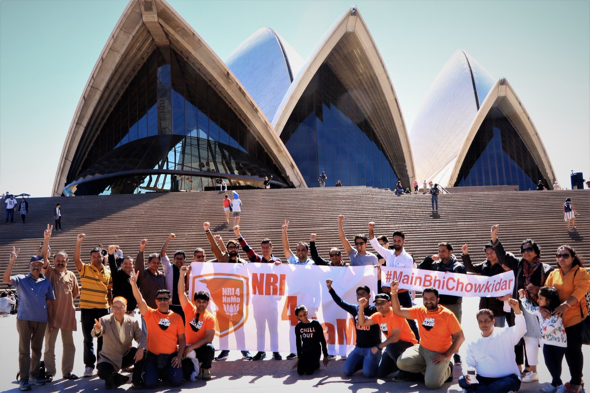 NRIs living in Australia showing their support for Indian PM Narendra Modi at the Sydney Opera House. Photo courtesy: Twitter@jayshahIN