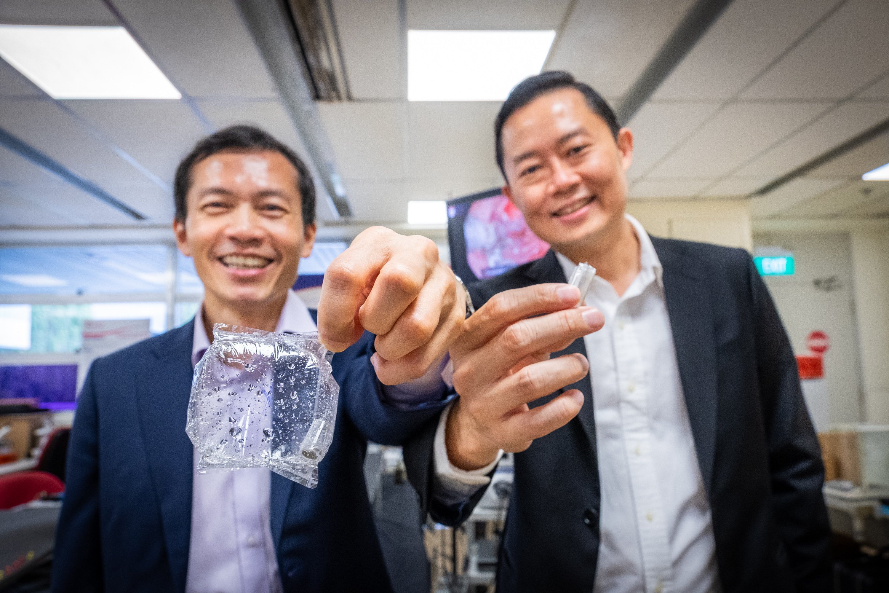 Researchers from NTU and NUHS designed a novel weight management capsule that could be an alternative to the traditional method of inserting an intragastic balloon by surgery. Photo courtesy: NTU