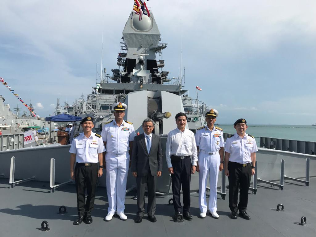 HE Jawed Ashraf, High Commissioner of India to Singapore (third from left), DCNS Vice Admiral MS Pawar (fifth from left) along with officers of Republic of Singapore Navy visiting INS Kolkata during IMDEX Asia-2019. Photo courtesy: Twitter@/IndiainSingapor