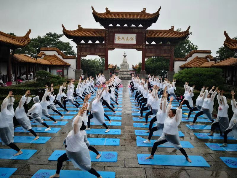 Even heavy rains can't stop over 500  #Yoga lovers of #Wuhan from celebrating #YogaDay2019 at the Yellow Crane Tower.  @EOIBeijing