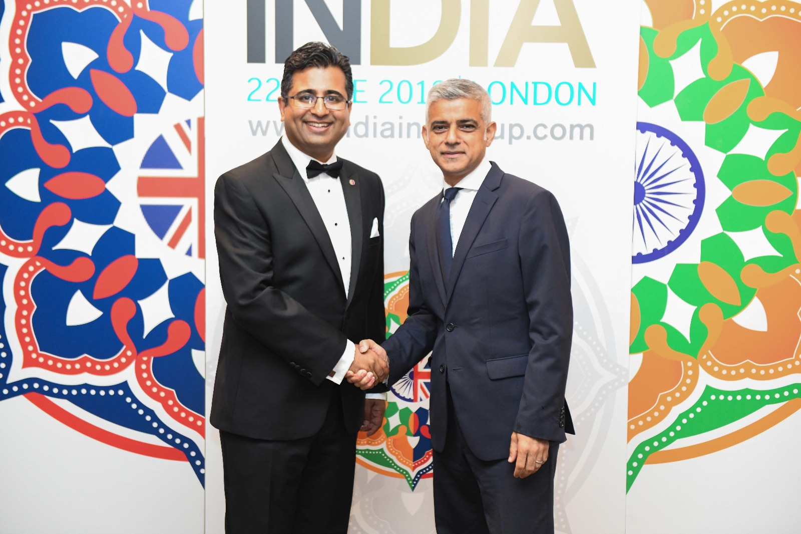 India Inc CEO Manoj Ladwa (left) with London Mayor Sadiq Khan at the 2018 UK-India Awards. Photo courtesy: India inc