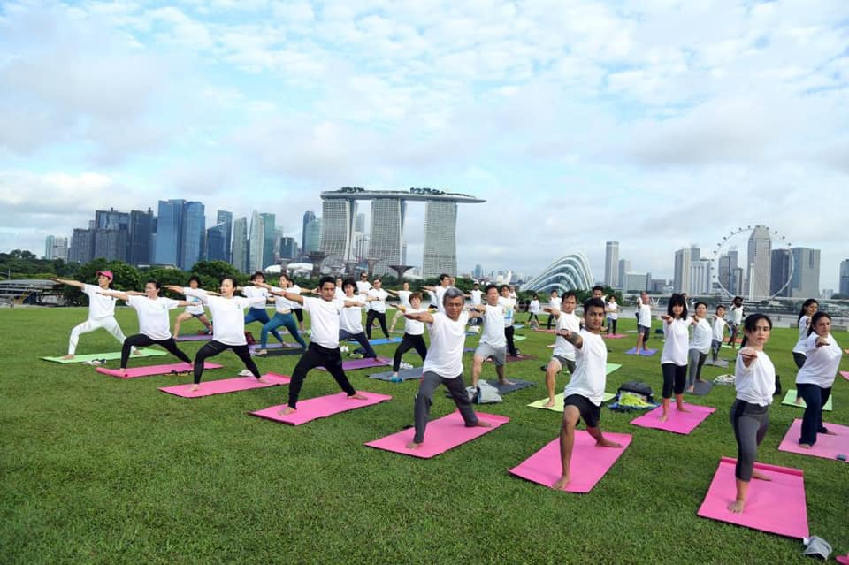 Yoga session held at the iconic Marina Barrage. Mr Jawed Ashraf, High Commissioner of India to Singapore, with the other yogis in warrior 2. Photo courtesy: High Commission of India, Singapore