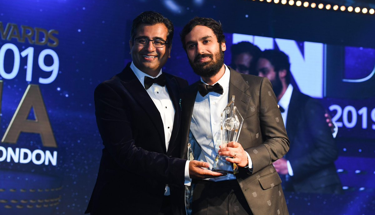 Big Bang Theory star Kunal Nayyar (right) with India Inc CEO Manoj Ladwa at the UK-India Awards 2019. Photo courtesy: Twitter/@IndiaIncorp
