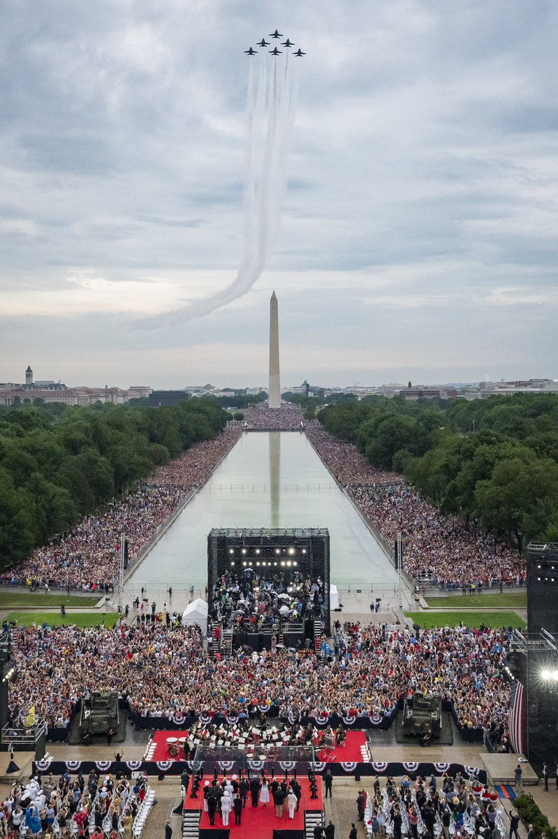 A crowd gathered outside the Washington Monument on Independence Day. Photo courtesy: Twitter/@VP