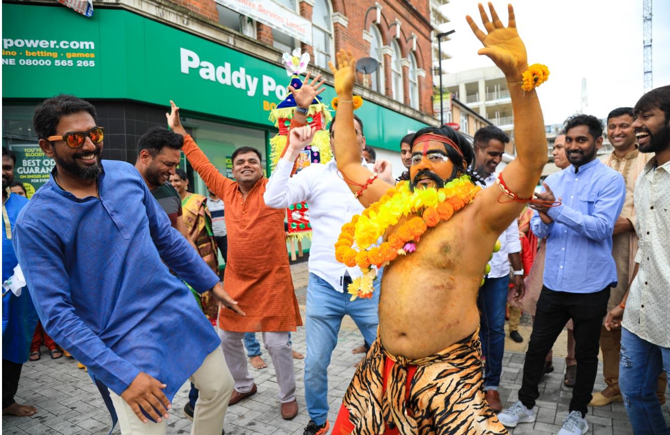 Famous artist Raaga Sudha Vinjamoori performed a dance tribute to Devi Maatha