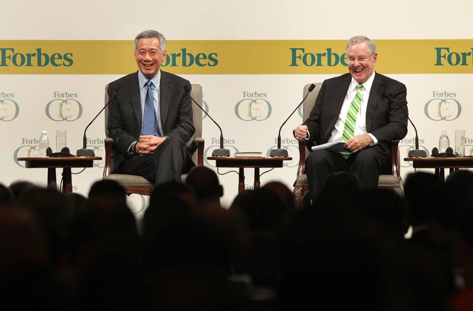 Singapore PM Lee in conversation with Steve Forbes, Chairman and Editor-in-Chief of Forbes Media at the Global CEO Conference in 2014. Photo courtesy: Facebook/Lee Hsien Loong