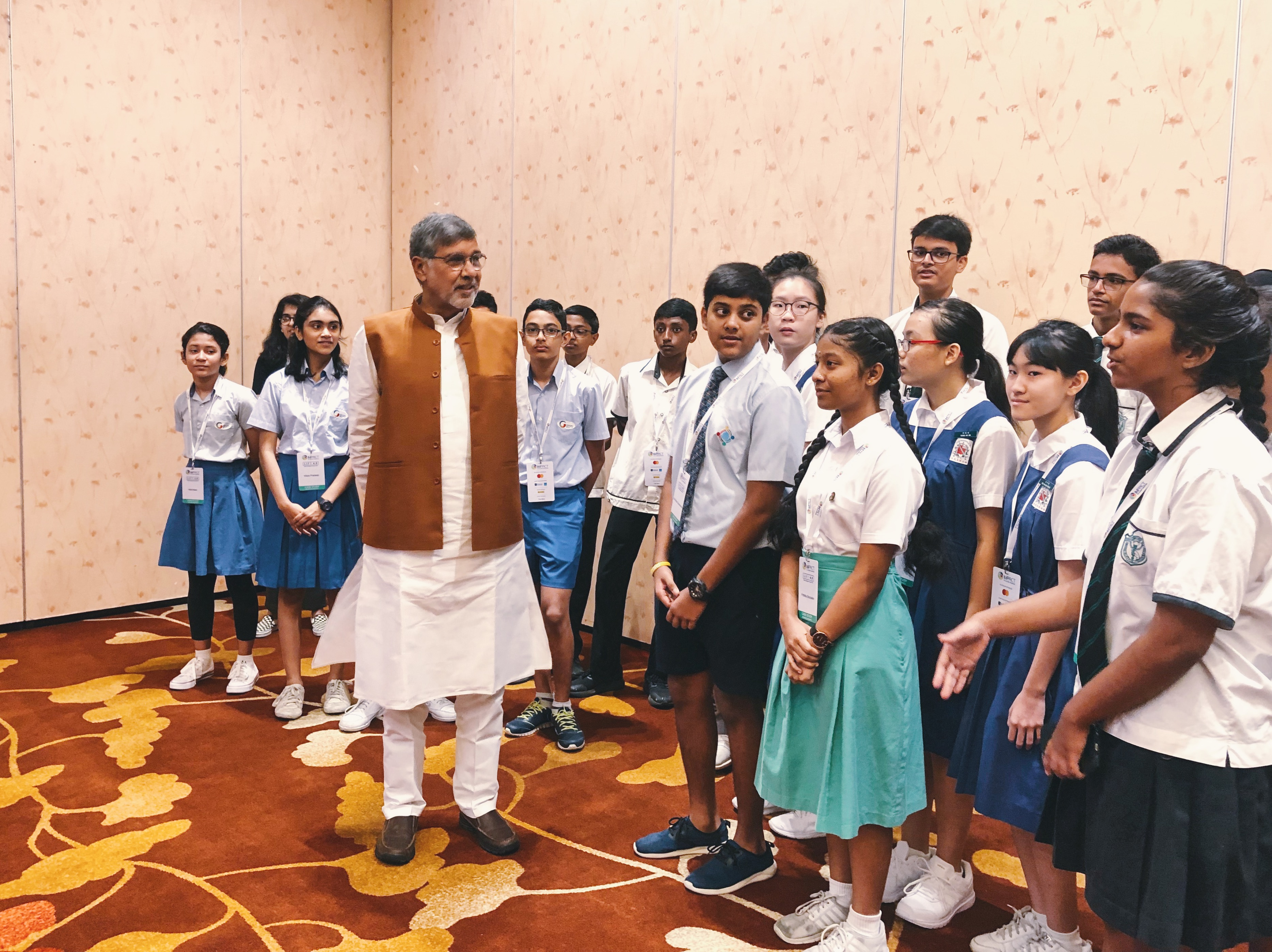 Kailash Satyarthi interacting with Singapore schoolchildren. Photo courtesy: Connected to India