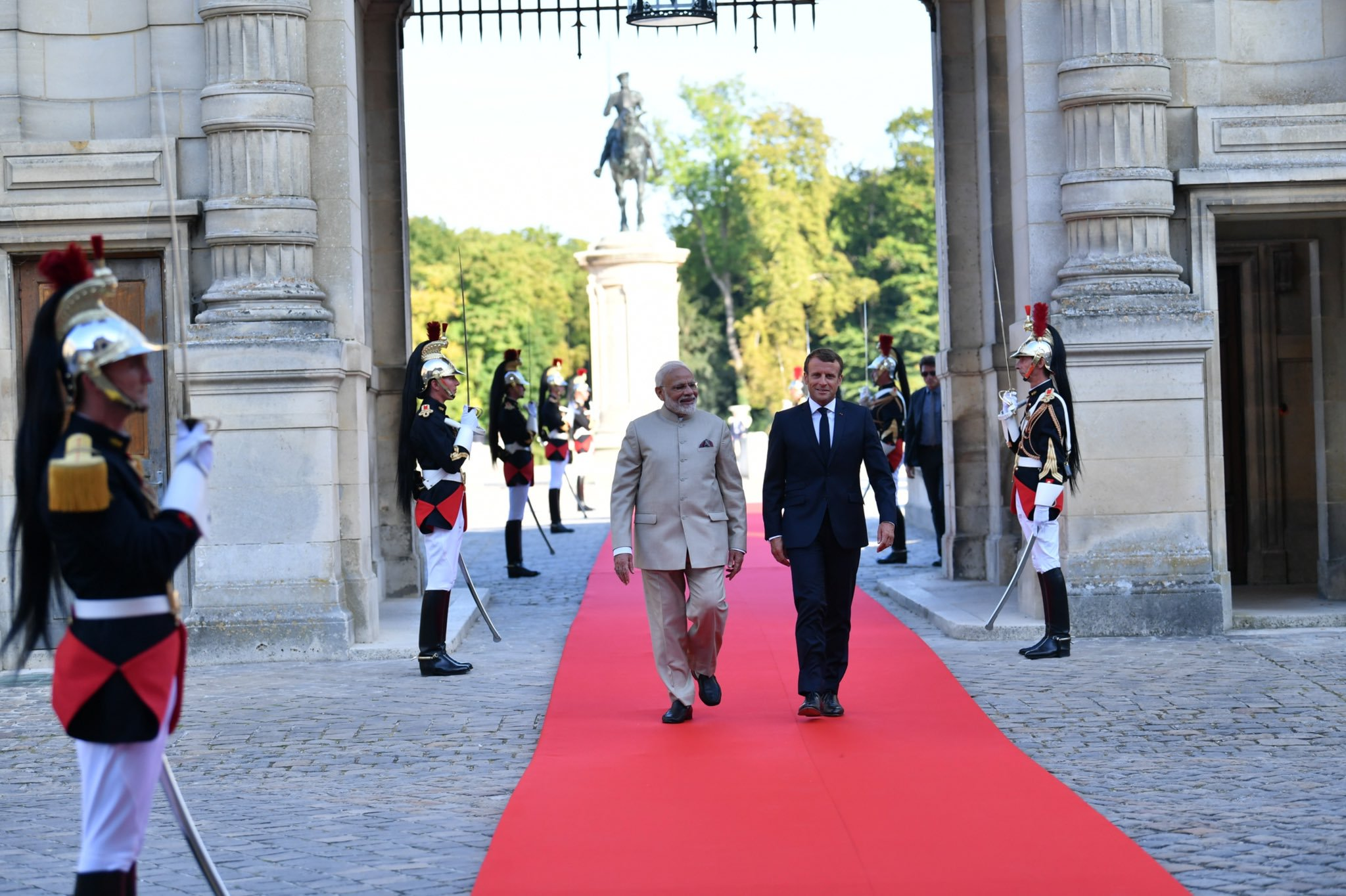 Macron has said that the Kashmir issued should be resolved bilaterally. Photo courtesy: Twitter/@narendramodi