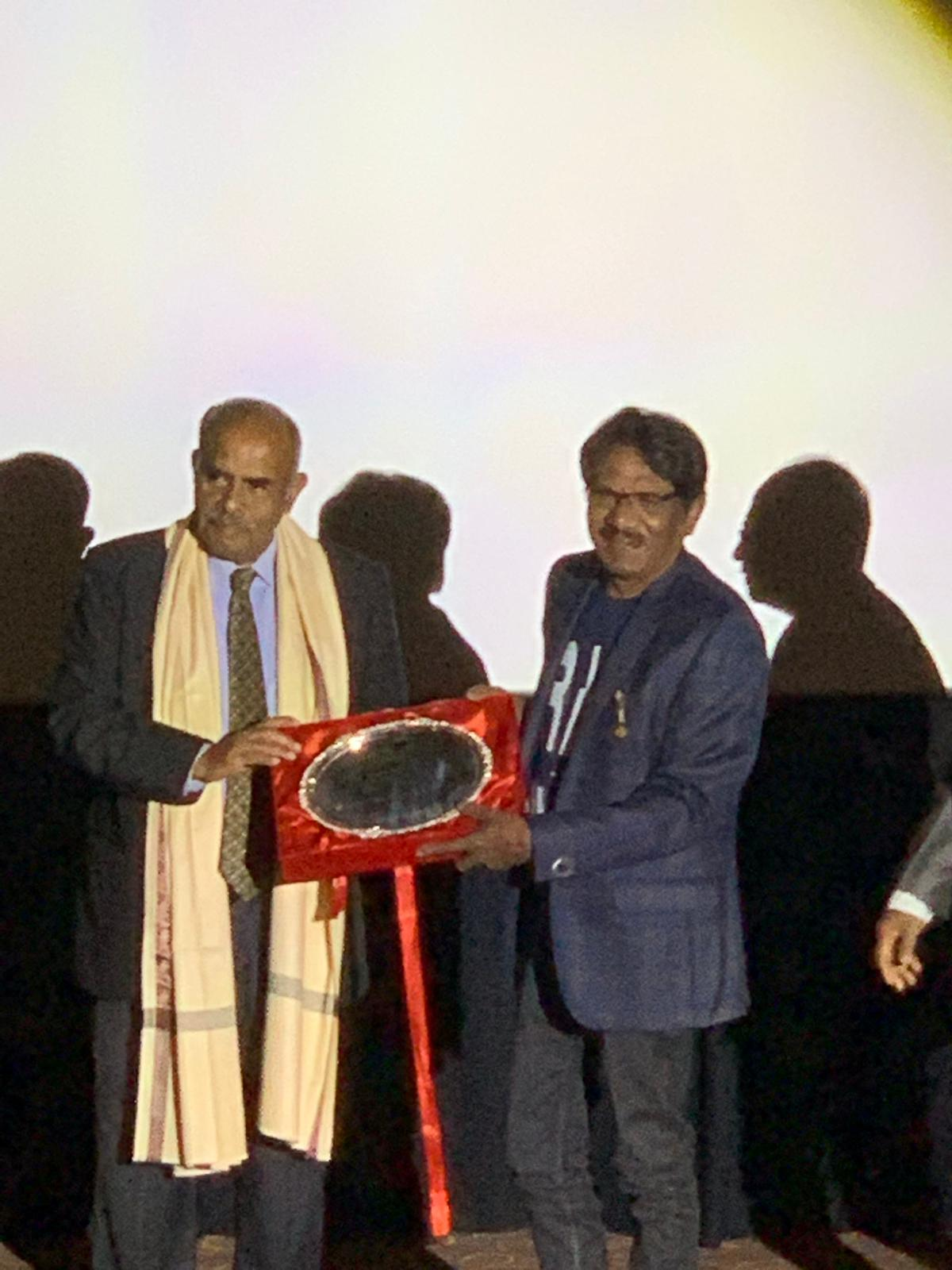 Ambassador Kesavapany presented the Lifetime Achievement Award 2019 to P.Bharathiraja. Photo courtesy: Connected to India