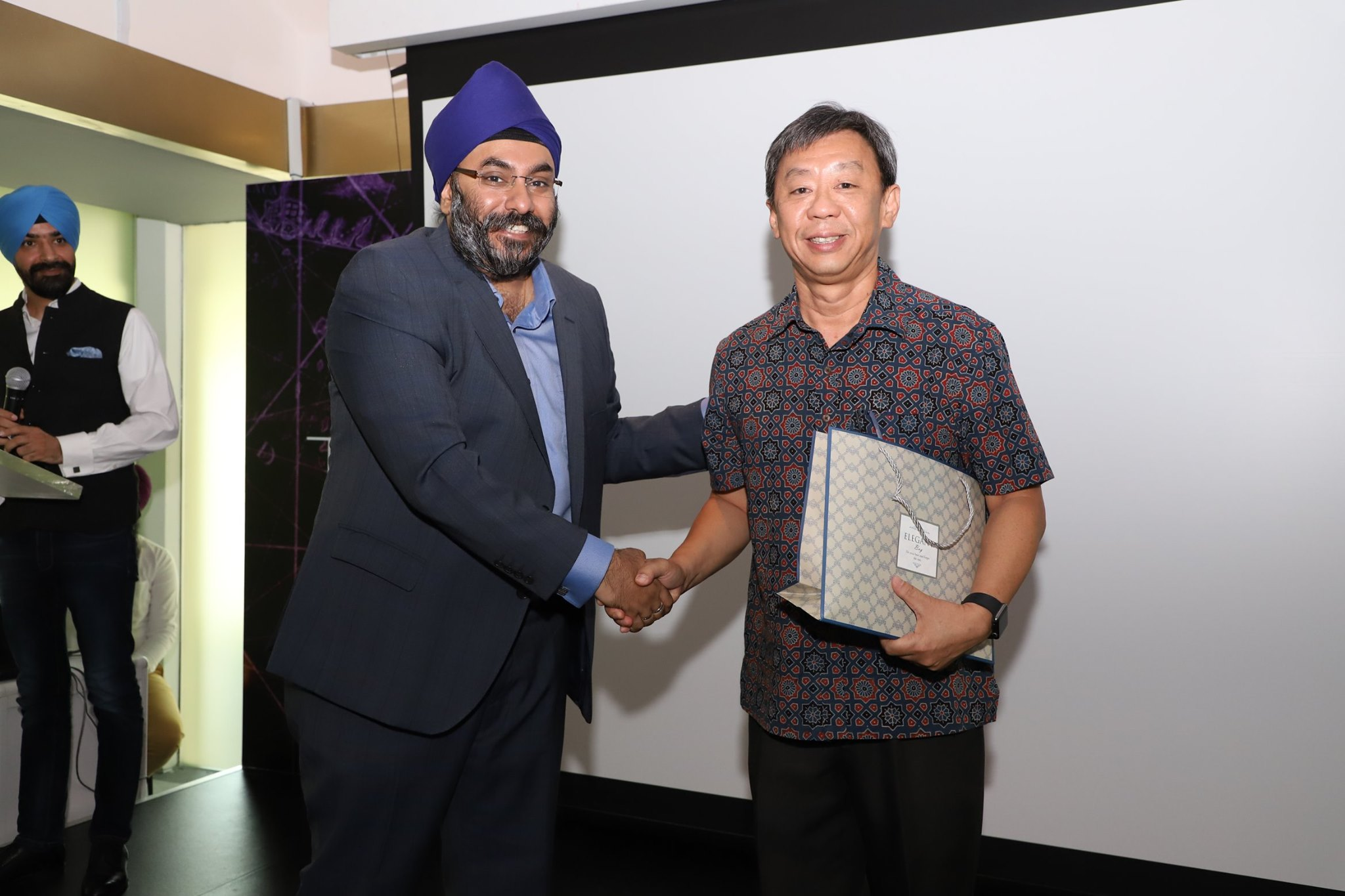 Simranjit Singh with Professor Tan Tai Yong, Professor of Humanities (History) and President of Yale-NUS College, who was the guest speaker at the pre-launch. Photo courtesy: Bhai Maharaj Singh Documentary FB page