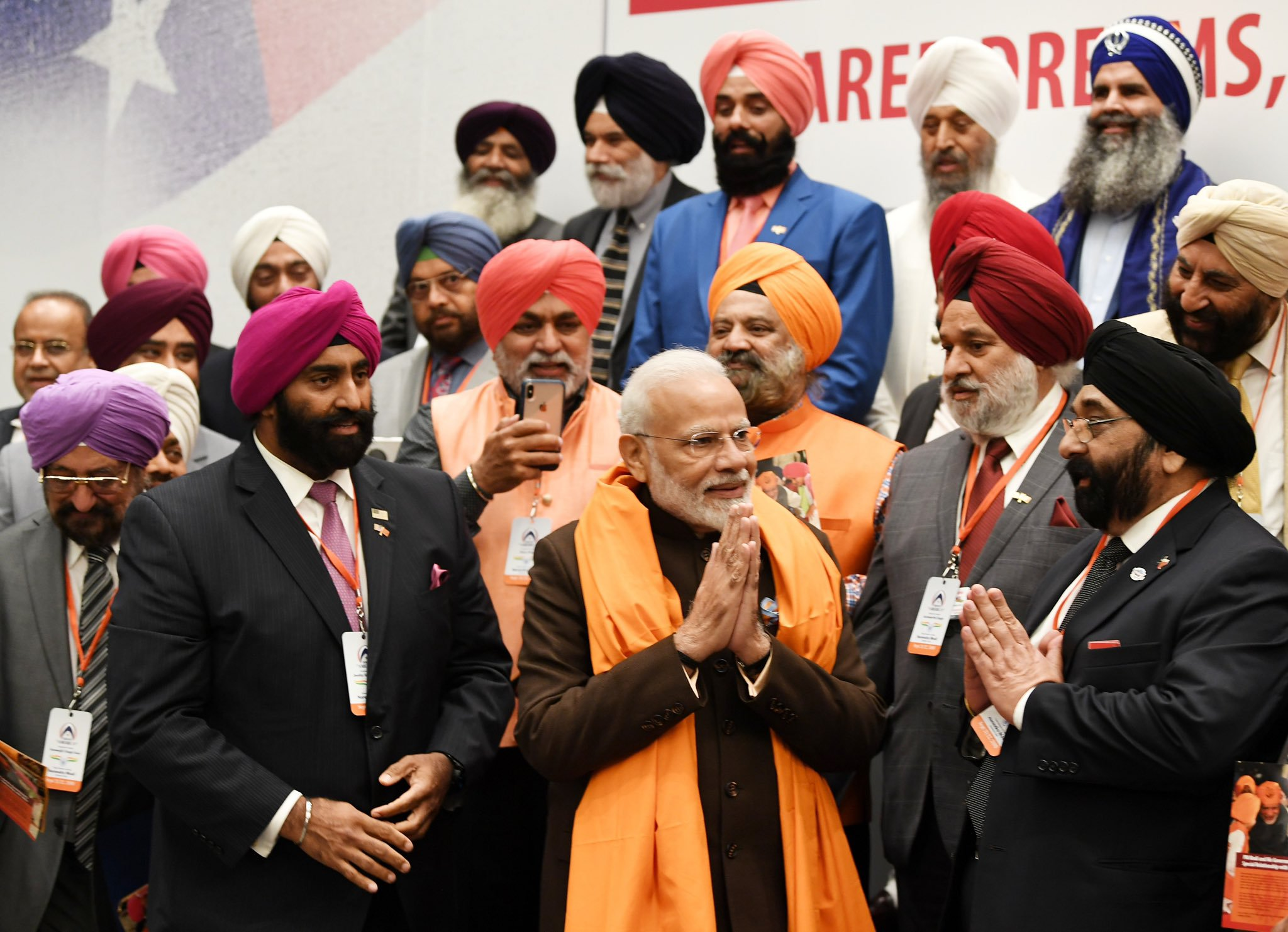PM Modi interacting with the Sikh community in Houston, Texas. Photo courtesy: Twitter/@narendramodi