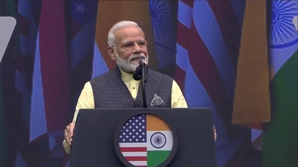 Modi chose to address the crowd in Hindi, smashing the language barrier and getting several standing ovations and raucous cheers from the crowd.