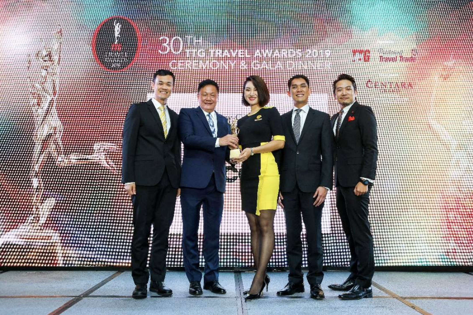 (From left) Lee Lik Hsin, Scoot Chief Executive Officer; Darren Ng, Managing Director of TTG Asia, Media; Zoey Zuo, Scoot Cabin Crew; Calvin Chan, Scoot Acting Chief Commercial Officer; and Pierre Quek, Publisher TTG Travel Trade Publishing, on stage for the award ceremony. Photo courtesy: Scoot