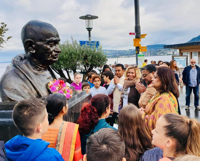 Floral tributes at the newly unveiled bust of Mahatma Gandhi at Gandhi Square in Villenevue on his 150th Birth Anniversary @IndiainSwiss