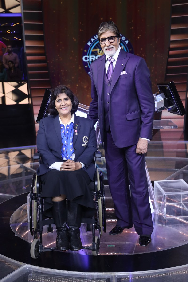 Bachchan was chosen to host the game show Kaun Banega Crorepati in 2000, which propelled him to new heights of fame. Seen here on the KBC set with Paralympic athlete Deepa Malik. Photo courtesy: Twitter/@Deepaathlete