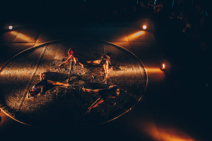 The Lost Wax Project is presented with the audience sitting around a circular stage. Photo courtesy: Facebook/Kalaa Utsavam - Indian Festival of Arts