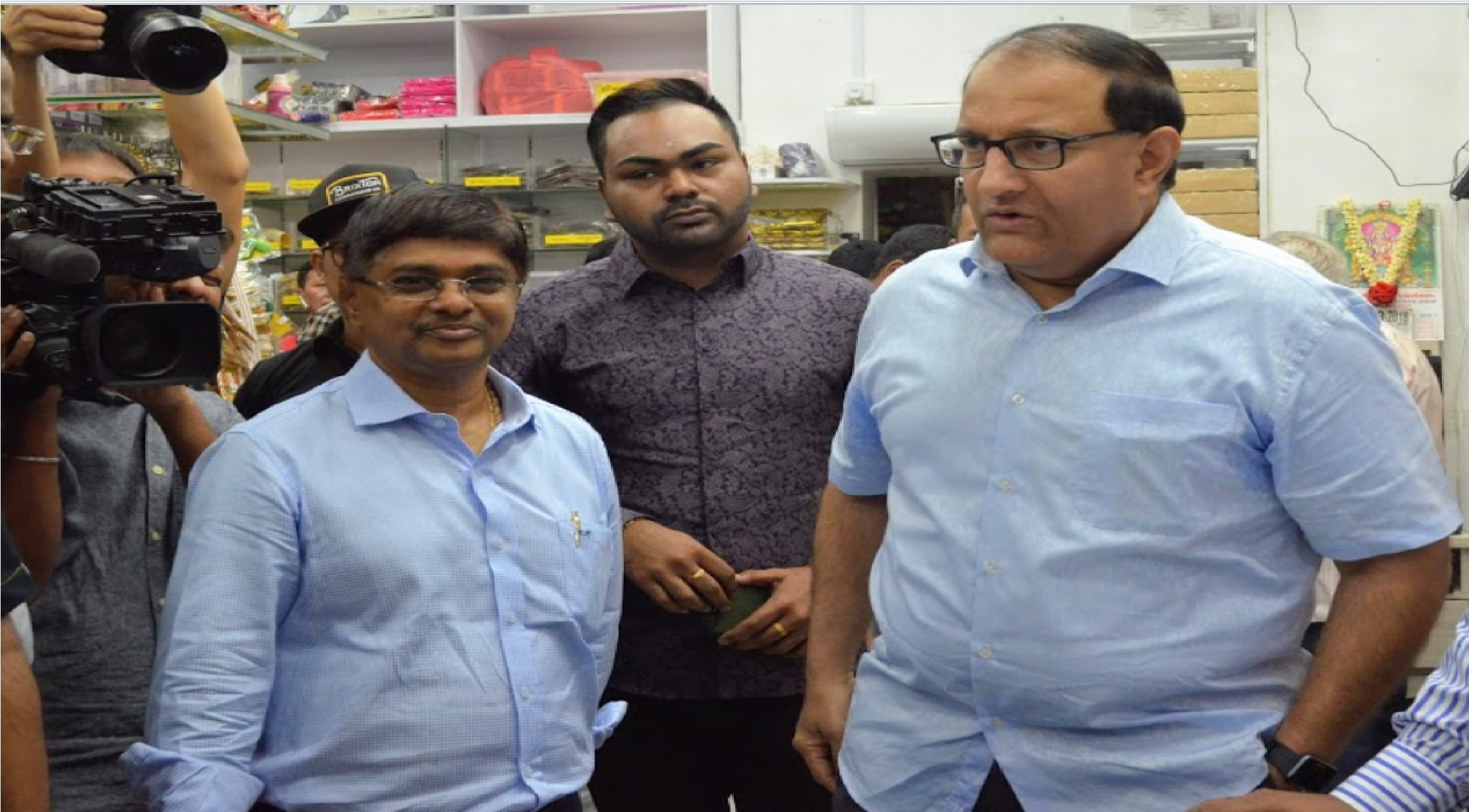 Raja Kumar Chandra with Minister S Iswaran former Minister for Trade and Industry., current Minister for Communications and Information and Minister in charge of Cyber Security, during his visit to Jothi Store. Photo courtesy: Connected to India