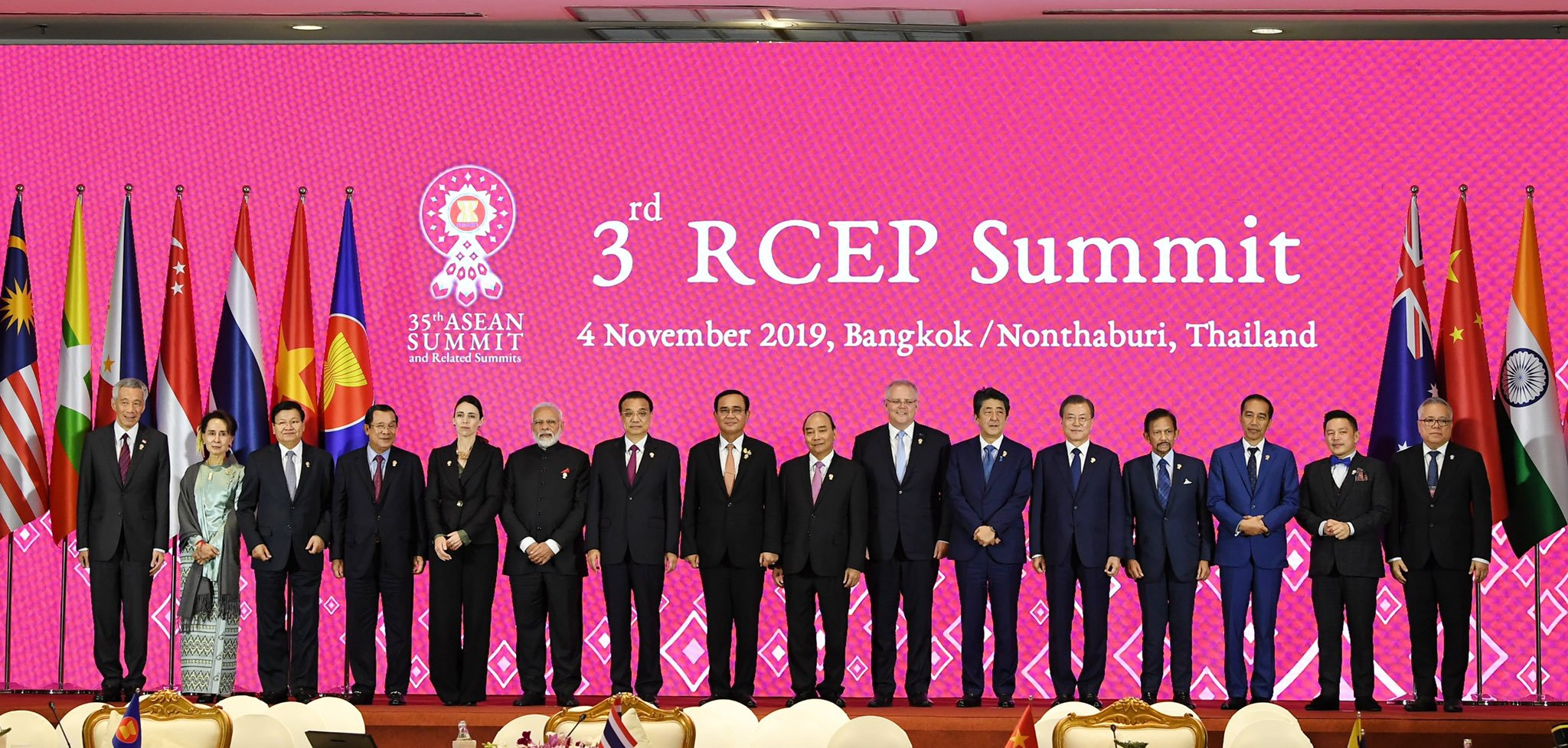 16 leaders involved in negotiations at the RCEP summit in Bangkok. Photo courtesy: Twitter/@narendramodi
