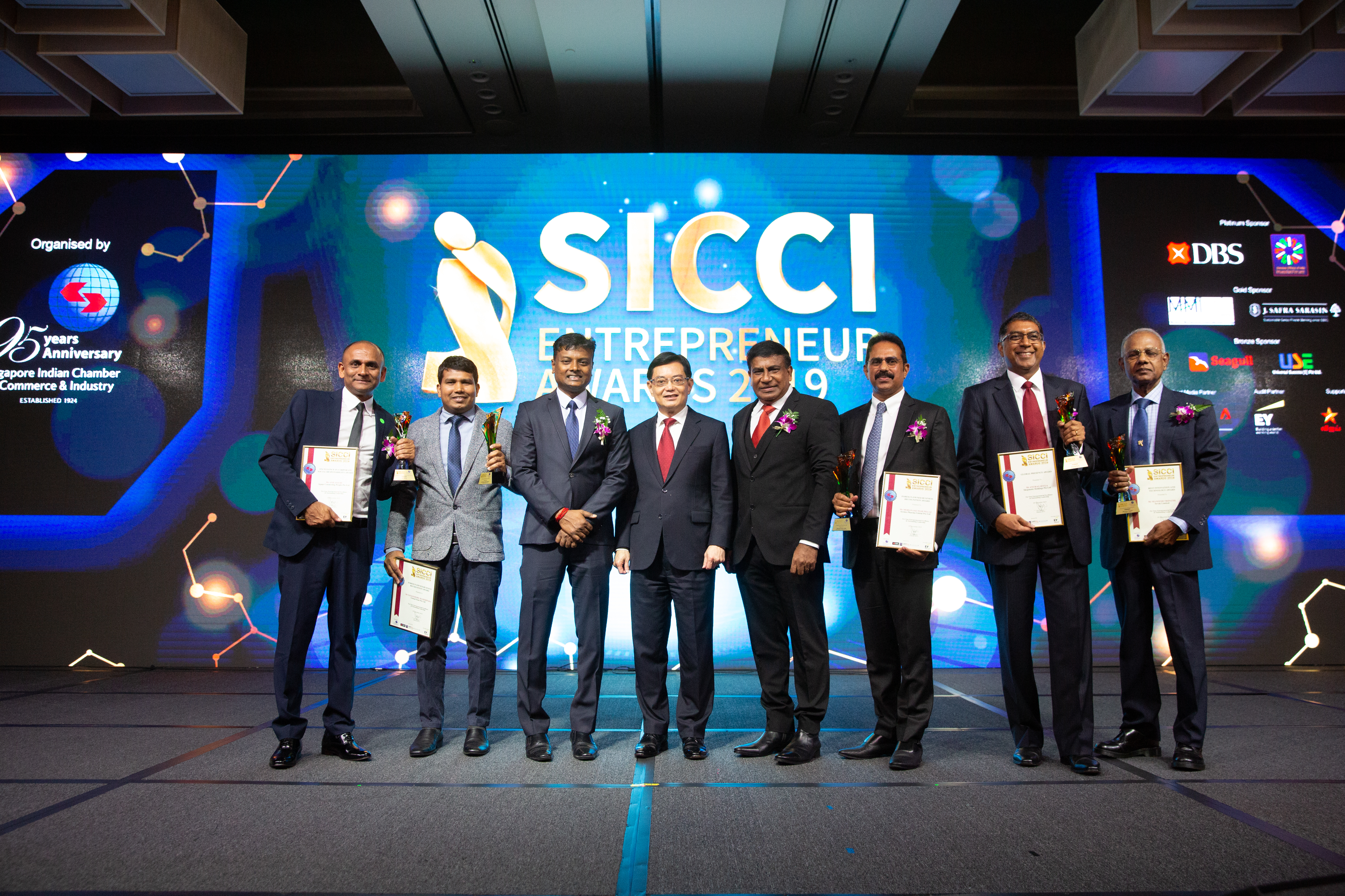 Award winners with DPM Heng Swee Keat at SICCI Entrepreneur Awards cum 95th Anniversary Gala Dinner and Setup of International Business Division (IBD) at Marina Bay Sands, Singapore. Photo Courtesy: SICCI