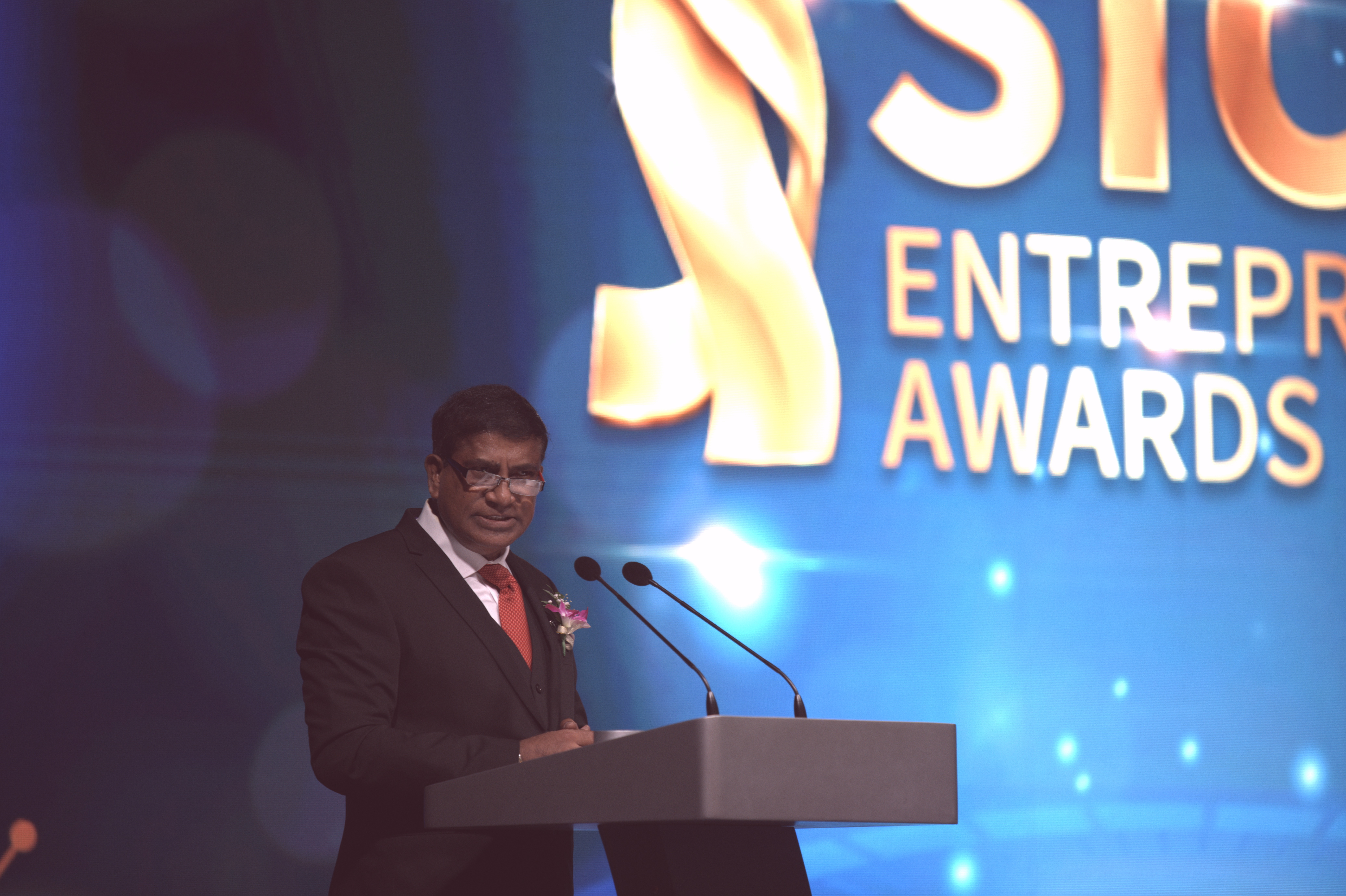SICCI Chairman, Dr. T. Chandroo giving a speech at the 95th anniversary gala dinner and award ceremony at Marina Bay Sands, Singapore on 9th Novermber 2019. Photo Courtesy: SICCI