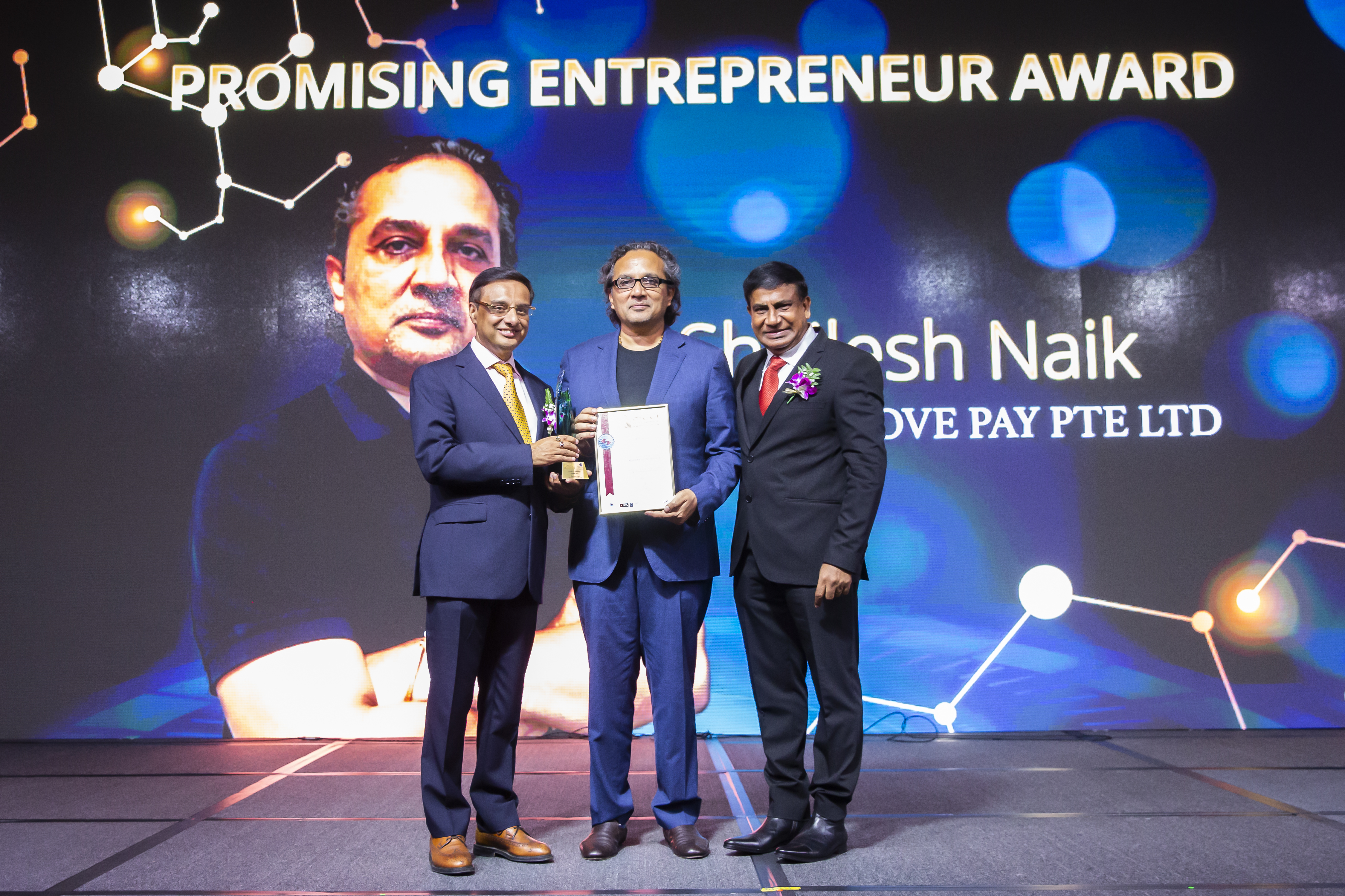 Shailesh Naik , Founder and CEO of Matchmove Pay Private Limited  wins the Promising Entrepreneur Award at the 2019 SICCI Awards ceremony. Photo Courtesy: SICCI
