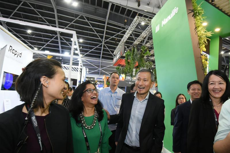 Explaining Manulife's health and wellness imperative to one of the fittest ministers in the world, Dr Vivian Balakrishnan, Singapore's Minister of Foreign Affairs.