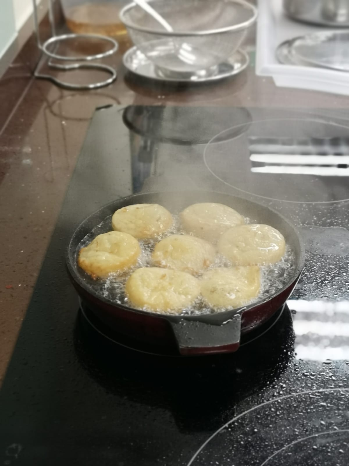 Neyappams prepared with the freshest desiccated coconut, jaggery, rice and sesame seeds, an indispensable dessert in Kerala cuisine. Photo Courtesy: SMA Youth Wing
