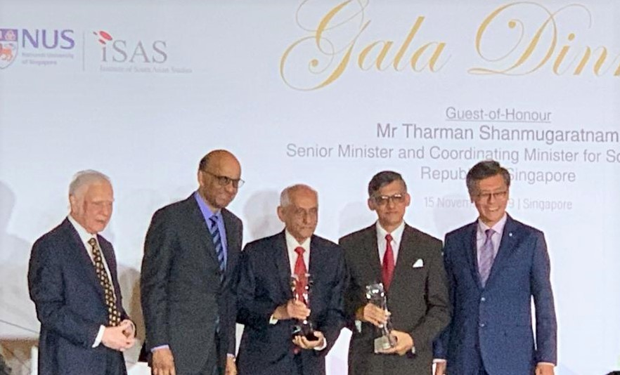 Mr. Joseph Pillay (centre) pioneer who helped build Singapore economy in 1965 and transformed Singapore Airlines into a world class carrier was awarded the Special Lifetime Achievement Award at a gala dinner preceding the Fourth South Asian Diaspora Convention by ISAS. Photo: Connected to India