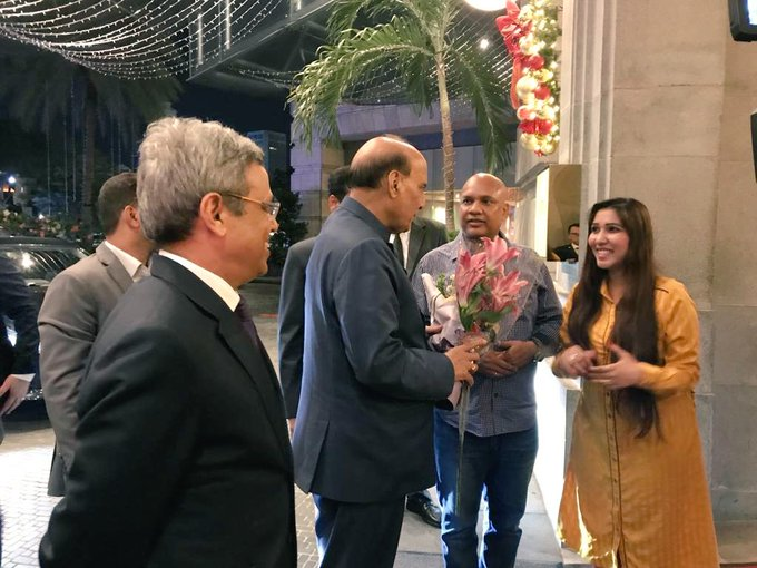 Rajnath Singh (centre) being welcomed on his arrival in Singapore as Indian High Commissioner, Singapore JAwed Ashraf (left) looks on. Photo courtesy: Twitter/@IndiainSingapor