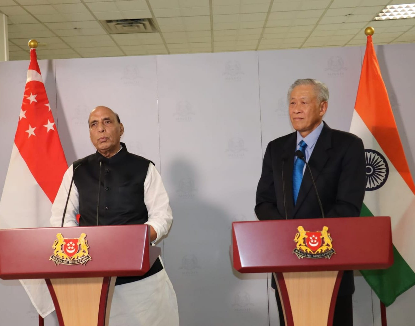 Rajnath Singh and Singapore Defence Minister Dr Ng Eng Hen delivering a joint statement following the 4th Defence Ministers' Dialogue between India and Singapore. Photo courtesy: Facebook/Rajnath Singh
