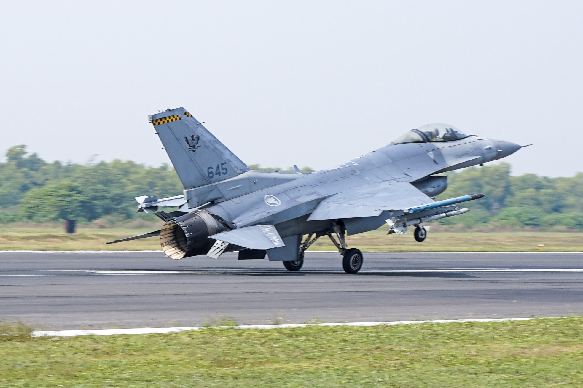 A Republic of Singapore Air Force F-16C fighter aircraft taking off for a mission as part of the Joint Military Exercise (JMT) held in Kailakunda Air Force Station, India. Photo courtesy: Mindef