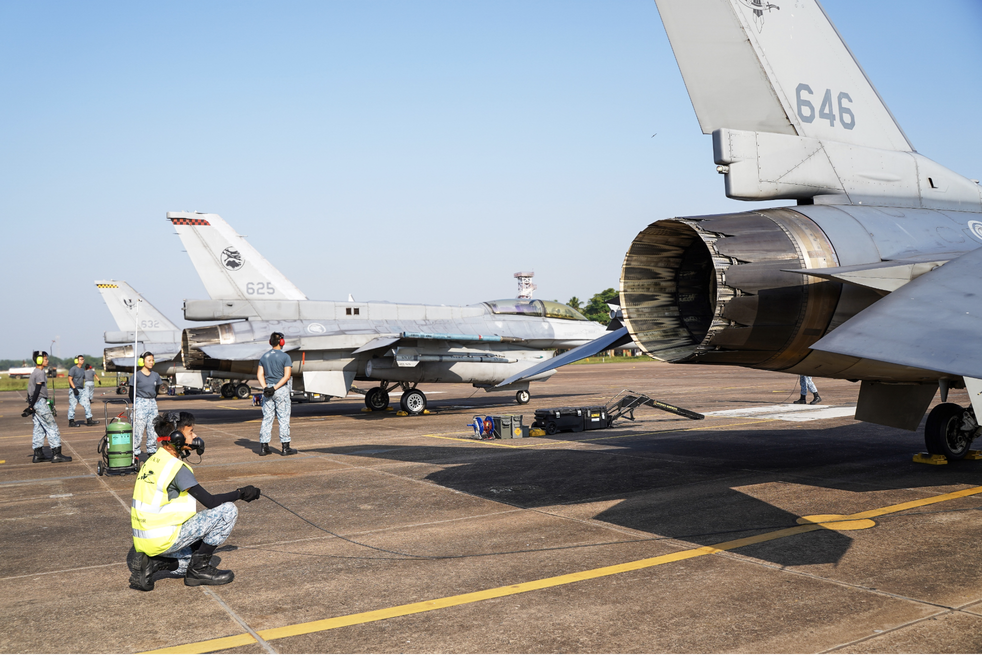RSAF personnel preparing the F-16C/D for launch at the Kalaikunda Air Force Station as part of JMT 19. Photo courtesy: Mindef