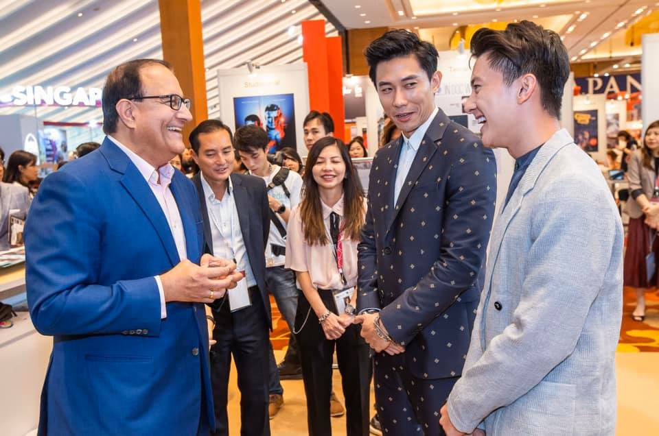 Minister Iswaran speaking to local actors Desmond Tan and Edwin Goh at ATF. Photo courtesy: Mr S Iswaran's FB page