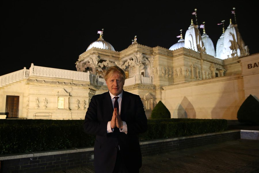 Johnson and his girlfriend to the BAPS Shri Swaminarayan Mandir in London, popularly known as Neasden Temple