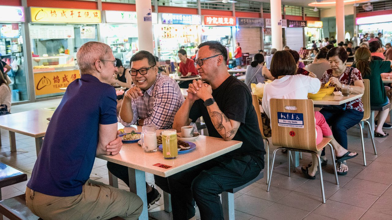 (from left) Apple CEO Tim Cook having a traditional Singaporean breakfast at the Tiong Bahru Market, accompanied by Singaporean photographers Darren Soh and Aik Beng Chia. Photo courtesy: Tim Cook, Twitter