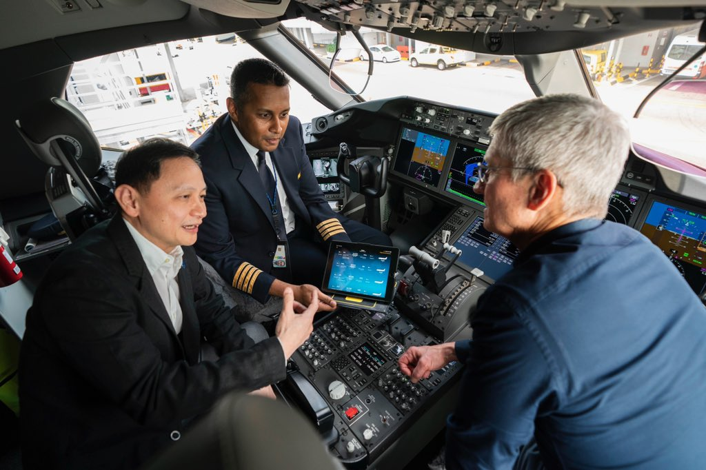 Singapore Airlines CEO Goh Phoon Chong and Captain Raj show Cook how the SIA cockpit gets transformed with the iPad. Photo courtesy: Tim Cook, Twitter